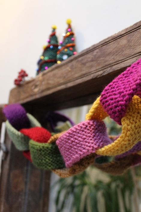 knitted paper chain